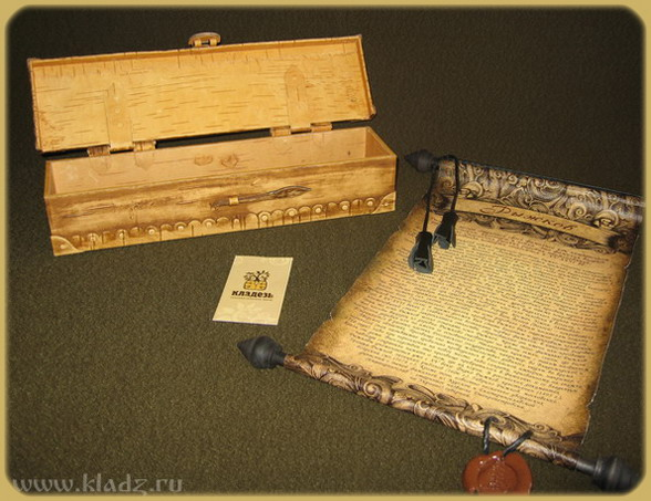 Берестяная шкатулка со свитком