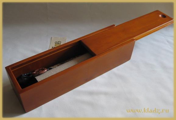 Деревянная шкатулка со свитком